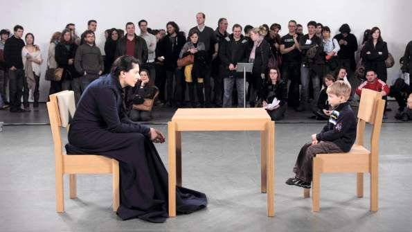 The artist is present por Marina Abramović